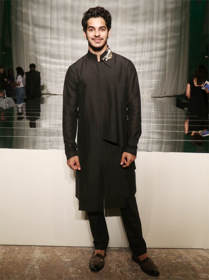 Ishaan Khatter looked smart in his all black avtar<